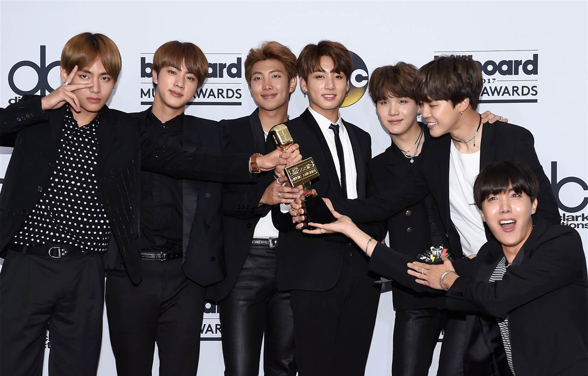 Bangtan Boys winning 2017 Billboard Music Award for Top Social Artist
