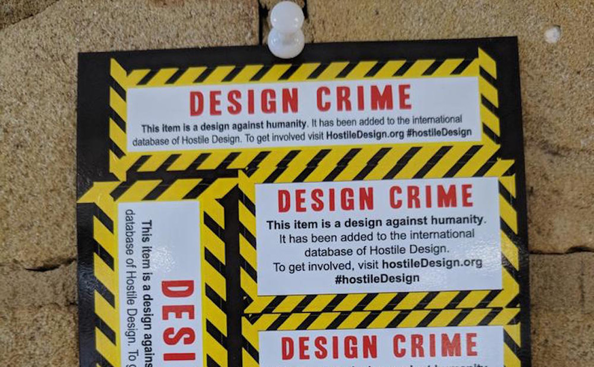 Sticker marking the use of hostile design